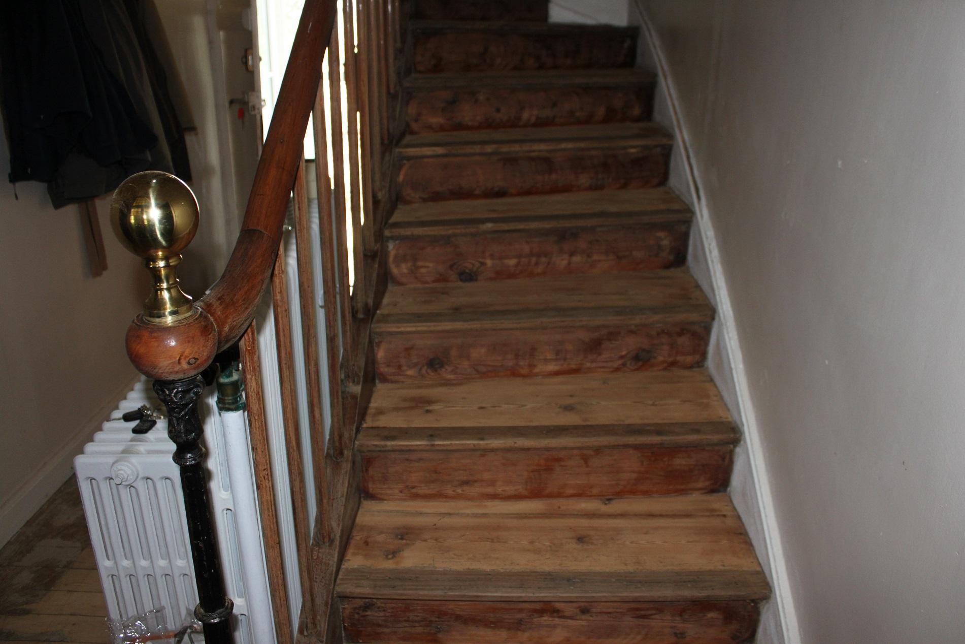 restauration d un escalier en bois de 115 ans sandrinegilbert relooking. Black Bedroom Furniture Sets. Home Design Ideas