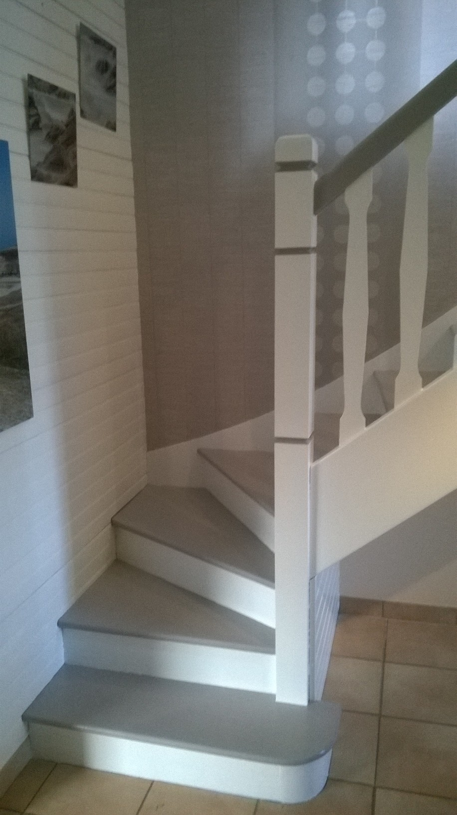 Photo Escalier Bois Peint Gris relookage escalier en gris et blanc satin. | sandrinegilbert
