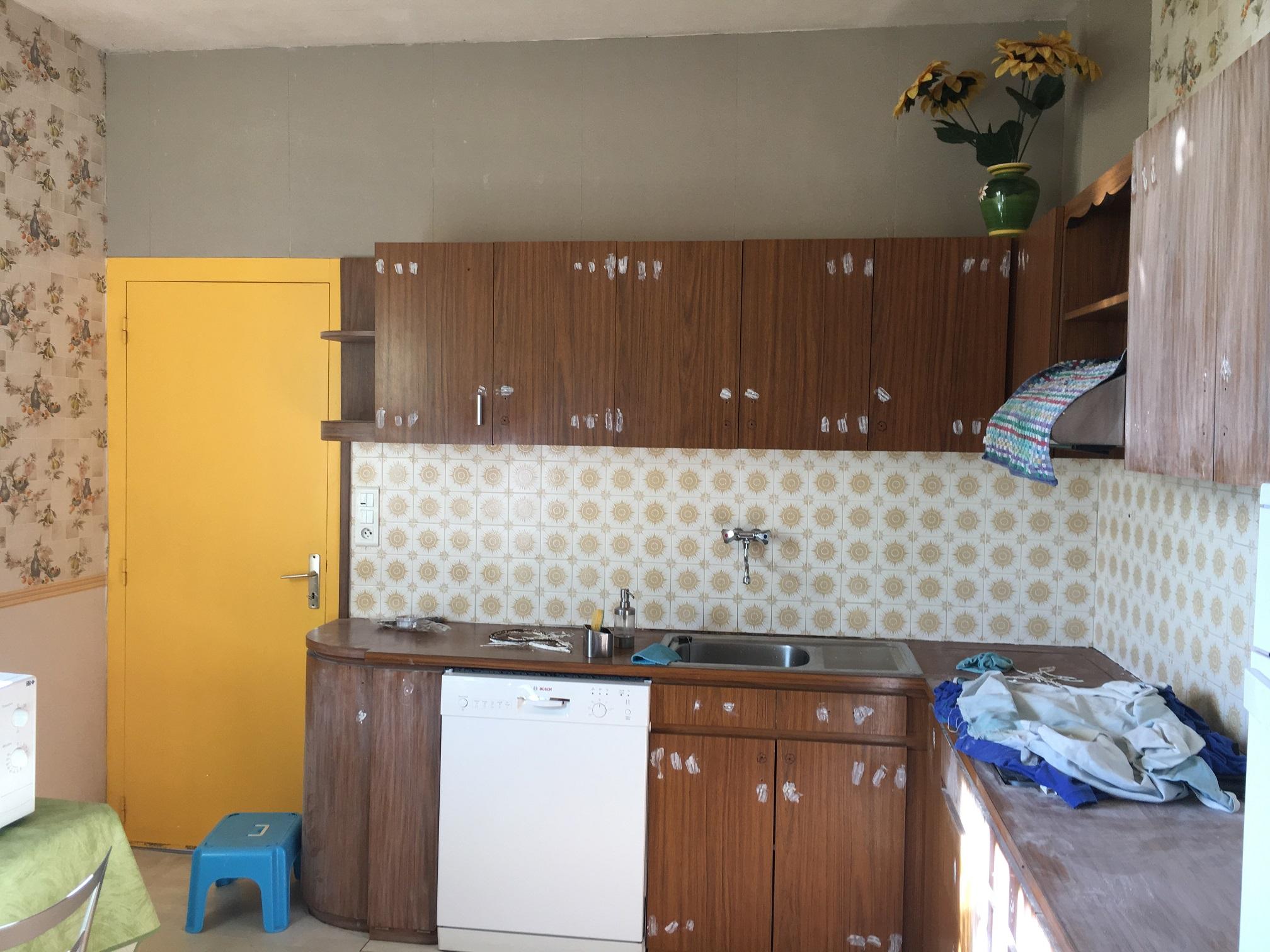 simple je prpare le formica de la mme faon que le bois cet dire je le dgraisse avec de luactone. Black Bedroom Furniture Sets. Home Design Ideas